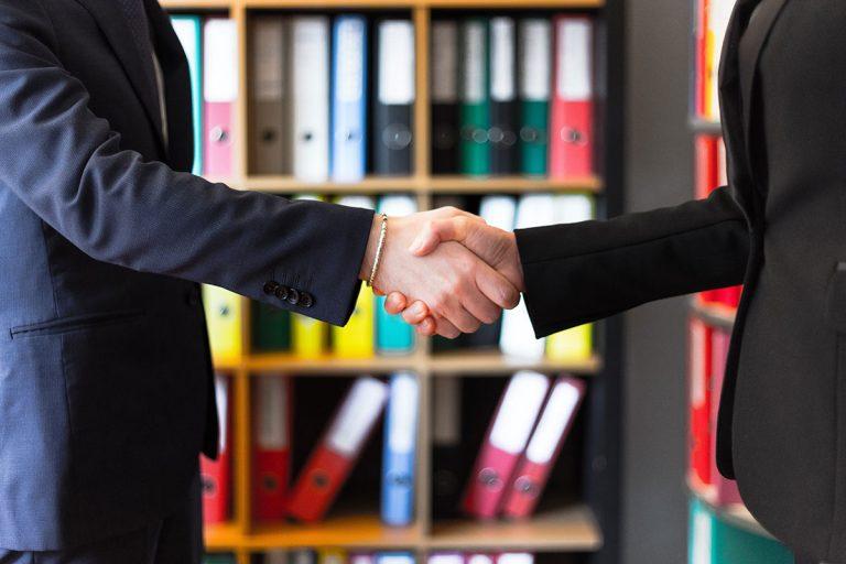 Handschlag Medro Transporte und Logistik